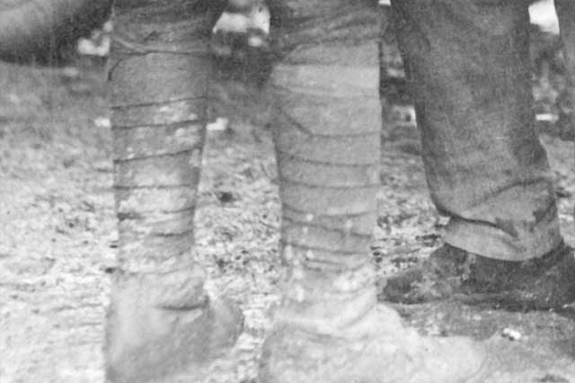 Comlpete Gaiters guide ; puttees used by the army during WW1. Picture courtesy of Wikipedia